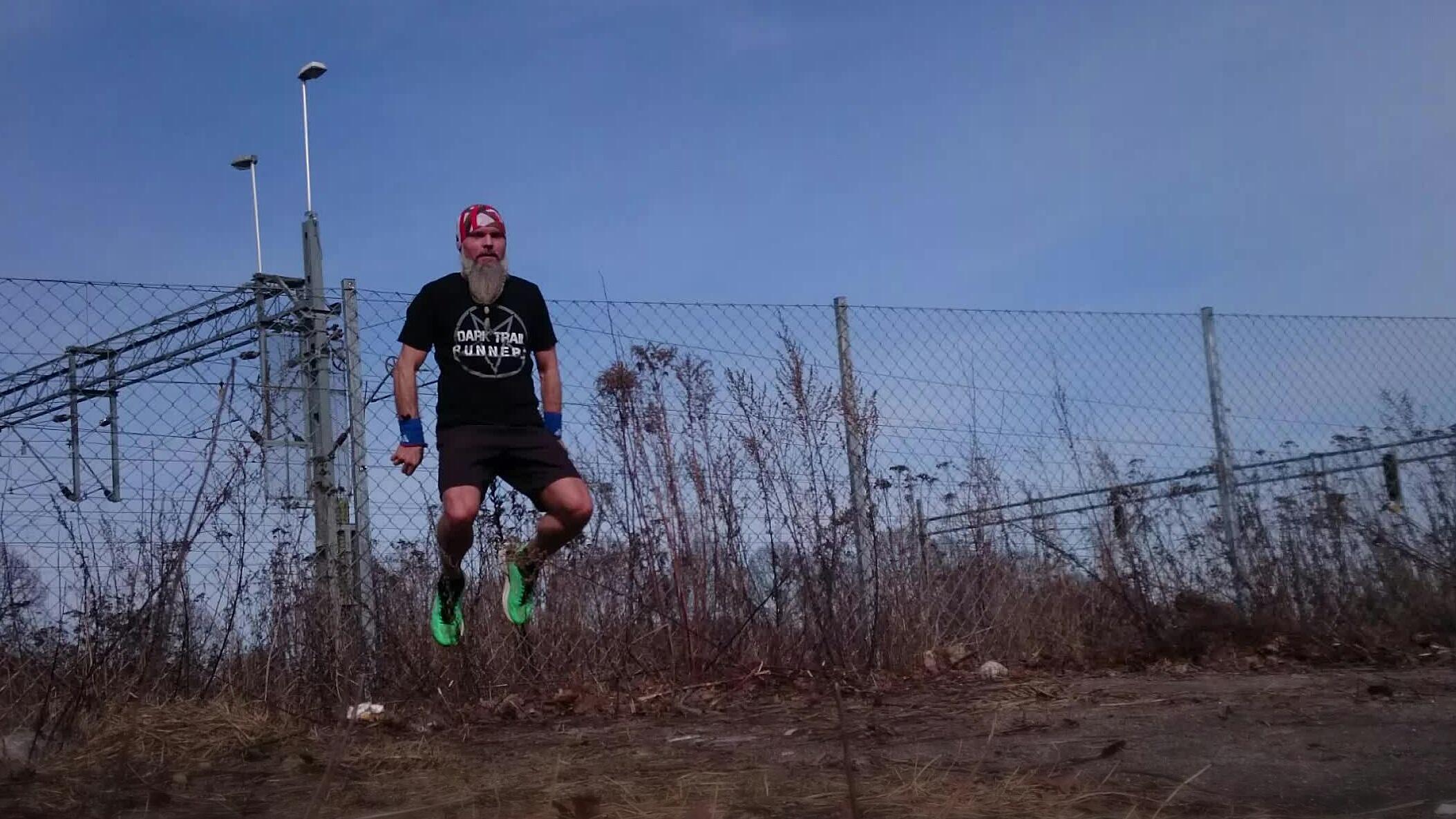 Dark trail runners Raz